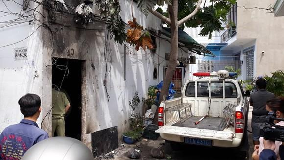 Vụ phóng hỏa đốt phòng trọ khiến 3 người tử vong: Camera ghi hình đối tượng châm lửa đốt ảnh 1