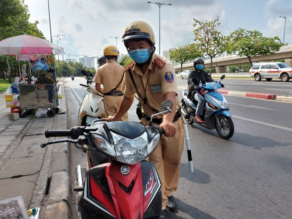 Tổng kiểm soát phương tiện làm kéo giảm tai nạn giao thông tại TPHCM ảnh 1