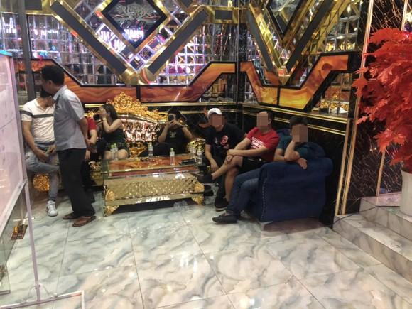 Đột kích khách sạn, quán karaoke ở quận Bình Tân, phát hiện nhiều 'dân chơi' dương tính chất ma túy ảnh 5