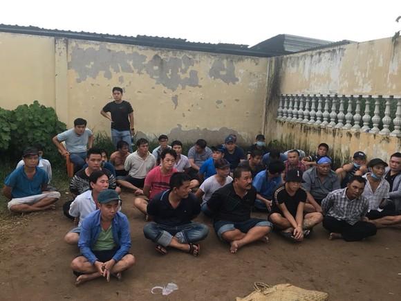 Phá trường gà ở quận Bình Tân, tạm giữ 39 đối tượng ảnh 2