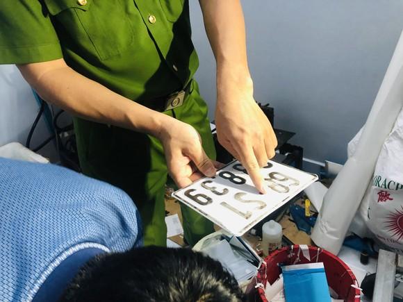 Điều chưa kể về đường dây mua bán, sản xuất giấy tờ giả quy mô lớn ở TPHCM và Đồng Nai ảnh 3