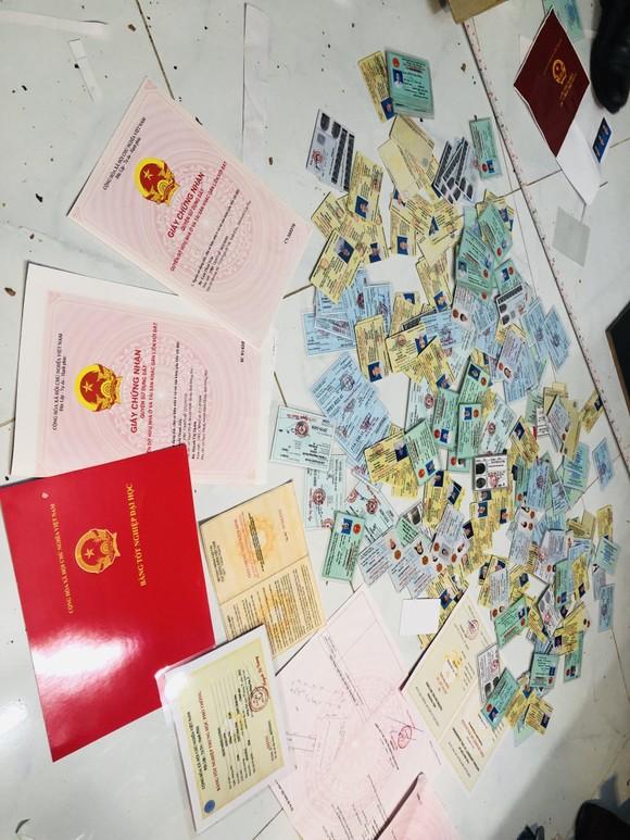 Điều chưa kể về đường dây mua bán, sản xuất giấy tờ giả quy mô lớn ở TPHCM và Đồng Nai ảnh 2