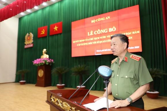 Thăng hàm Thiếu tướng cho Phó giám đốc Công an TPHCM Cao Đăng Hưng ảnh 2