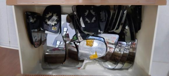 Triệt phá đường dây trộm cắp, tiêu thụ gương chiếu hậu xe ô tô cực lớn ở TPHCM ảnh 2