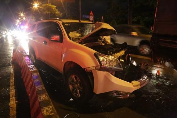 Xe ô tô 7 chỗ tông nhiều xe máy, ít nhất 3 người nhập viện cấp cứu ảnh 5