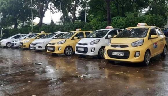7 xe taxi bị công an tạm giữ
