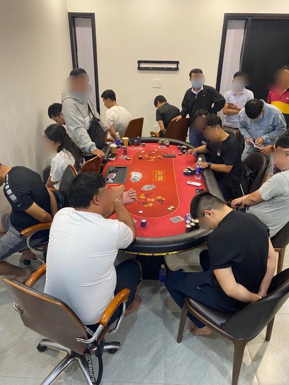 Phá sòng Poker trong khu dân cư Palm Residence ở quận 2 ảnh 1