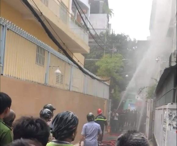 Vụ người phụ nữ chết trong căn nhà cháy với nhiều vết đâm trên người: nghi can khai gì với công an? ảnh 2
