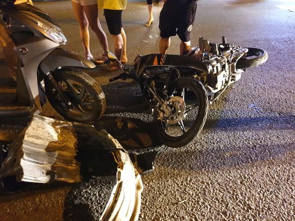 """Xe ô tô """"điên"""" tông nhiều xe máy khiến nhiều người bị thương ở quận Thủ Đức ảnh 8"""