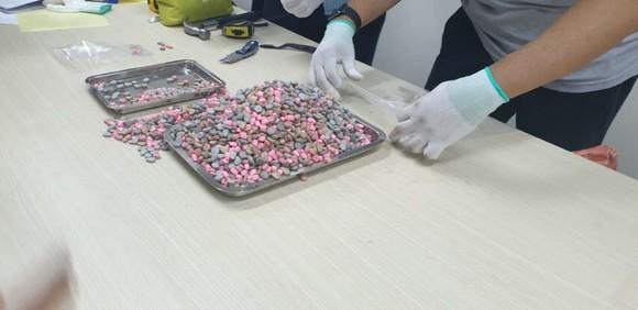 Thu giữ hơn 20,5 kg ma túy trong các lô hàng quà biếu ảnh 3