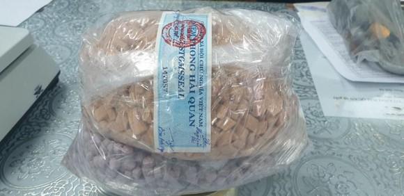 Thu giữ hơn 20,5 kg ma túy trong các lô hàng quà biếu ảnh 6