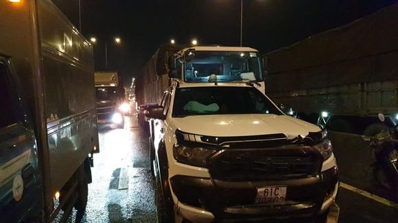 Va chạm liên hoàn 5 xe tải, 1 xe đầu kéo, 1 xe bán tải, 1 xe 7 chỗ ở quận 12 ảnh 2