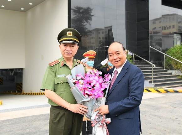 Thủ tướng Nguyễn Xuân Phúc dự khai mạc Hội nghị Công an toàn quốc lần thứ 76 ảnh 1