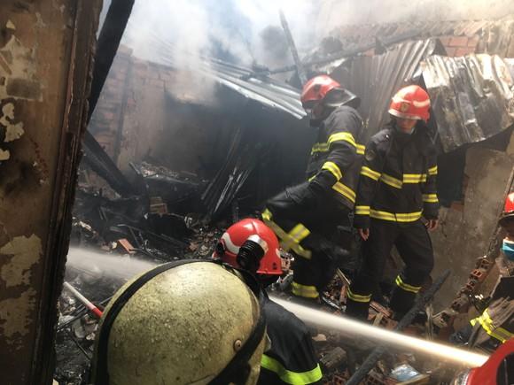 Cháy nhà trong hẻm ở quận 3, nhiều người tháo chạy thoát thân ảnh 2