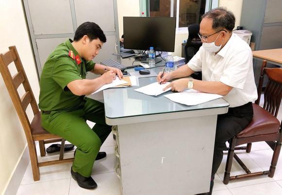 Công an TPHCM thông tin việc khởi tố bắt tạm giam đối với ông Tất Thành Cang ảnh 1