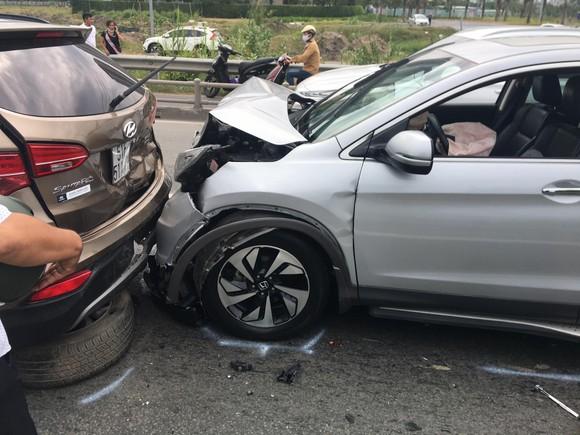 Tai nạn liên hoàn trên cao tốc TPHCM - Long Thành - Dầu Giây  ảnh 1