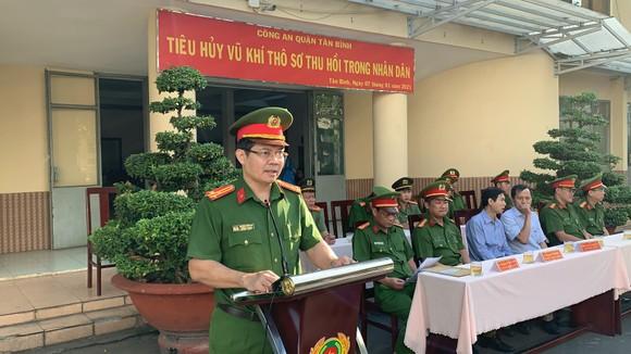 Công an quận Tân Bình tiêu hủy nhiều vũ khí thô sơ các loại ảnh 6