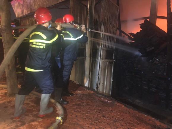 Cháy xưởng gỗ ở phường An Phú Đông, quận 12 ảnh 6