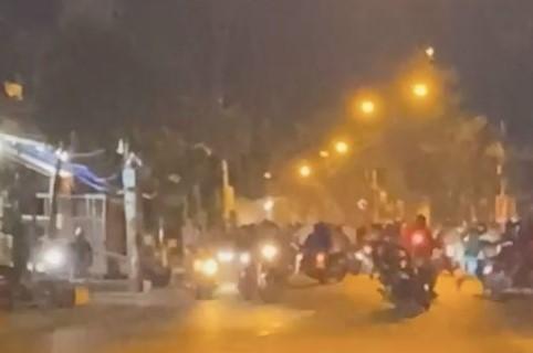 """Nhóm """"quái xế"""" tụ tập đua xe trên đường Phạm Thế Hiển"""