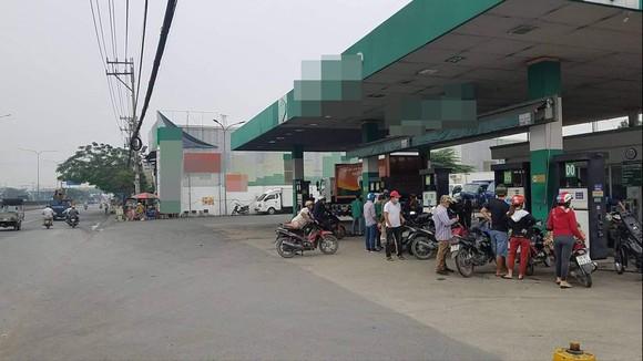 Nổ súng ở quận Bình Tân, 1 người đi đường bị trúng đạn ảnh 1