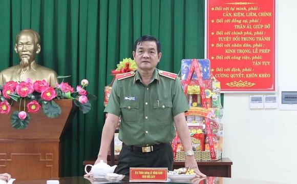 Thiếu tướng Lê Hồng Nam thăm, chúc tết cán bộ chiến sĩ Phòng Tham mưu Công an TPHCM ảnh 2