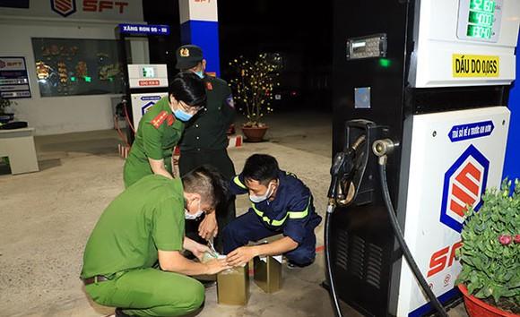 Bắt thêm nhiều đối tượng trong đường dây làm xăng dầu giả ở tỉnh Đồng Nai ảnh 2