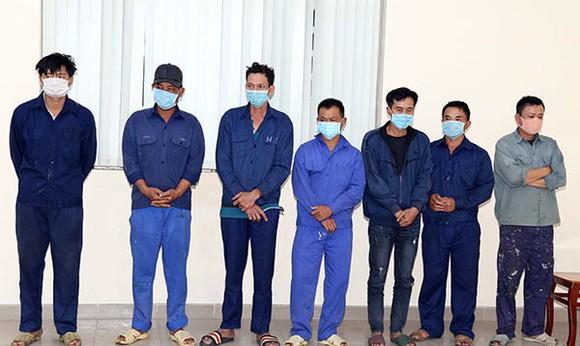 Bắt thêm nhiều đối tượng trong đường dây làm xăng dầu giả ở tỉnh Đồng Nai ảnh 1