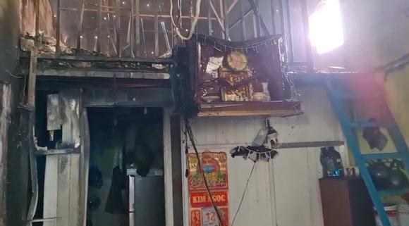 Nhà xưởng bốc cháy dữ dội lan ra dãy trọ ở huyện Bình Chánh ảnh 5
