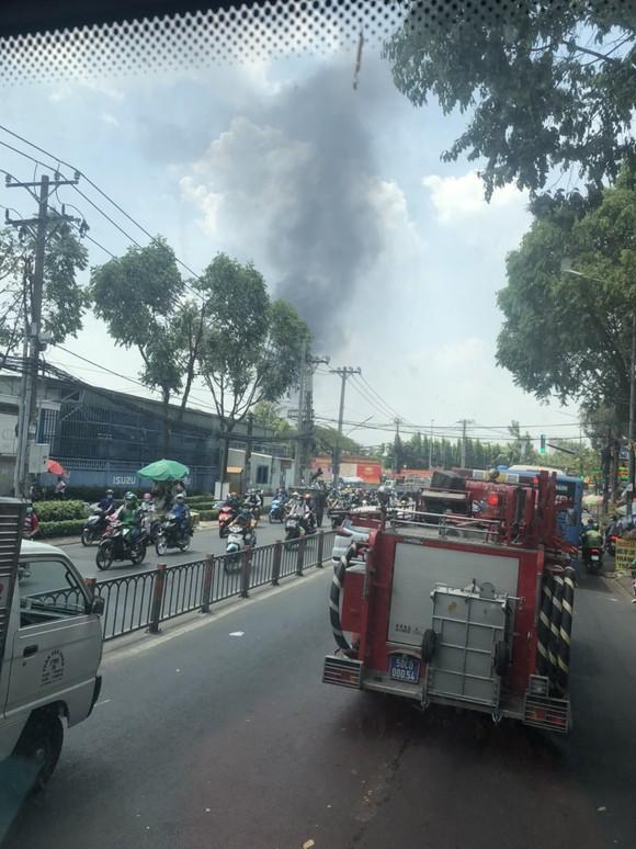 Cháy công ty chuyên buôn bán gà đông lạnh ở quận Gò Vấp thiêu rụi xe tải, nhiều xe máy ảnh 1