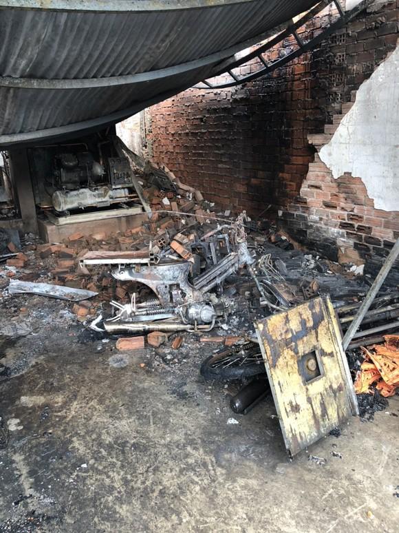 Cháy công ty chuyên buôn bán gà đông lạnh ở quận Gò Vấp thiêu rụi xe tải, nhiều xe máy ảnh 2