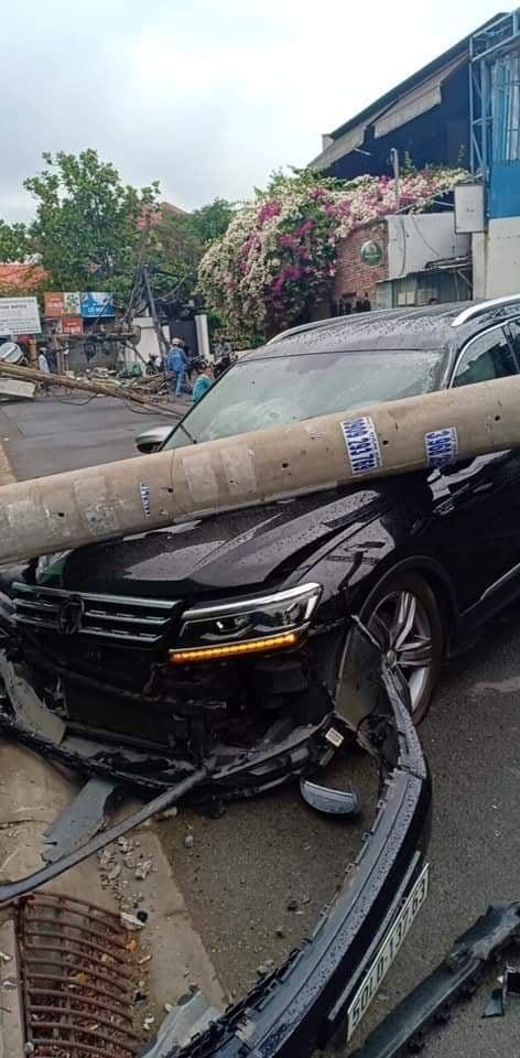 Xe ô tô tông nhiều cột điện khiến hàng trăm hộ dân bị ảnh hưởng, mất điện  ảnh 2