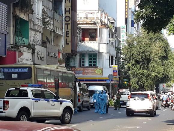 Khởi tố vụ án 'Tổ chức cho người khác ở lại Việt Nam trái phép' ảnh 1