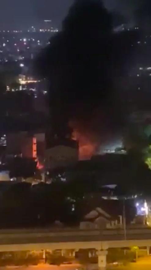 Cháy bãi giữ xe vi phạm giao thông ở TP Thủ Đức ảnh 3