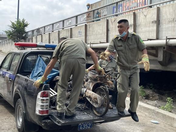 Bộ Tư lệnh TPHCM thăm, động viên gia đình nạn nhân vụ hỏa hoạn 6 người tử vong ảnh 5