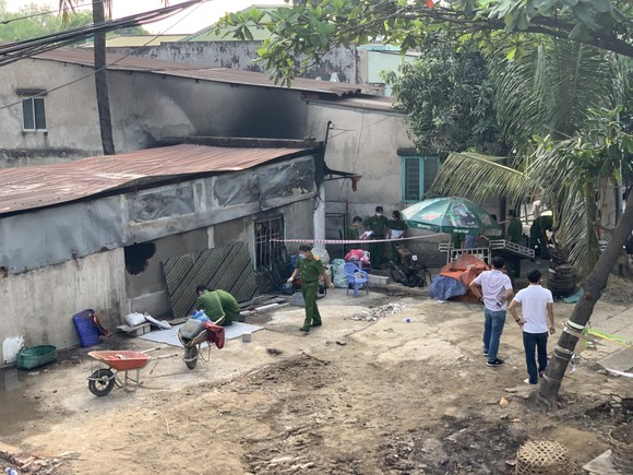 Bộ Tư lệnh TPHCM thăm, động viên gia đình nạn nhân vụ hỏa hoạn 6 người tử vong ảnh 6