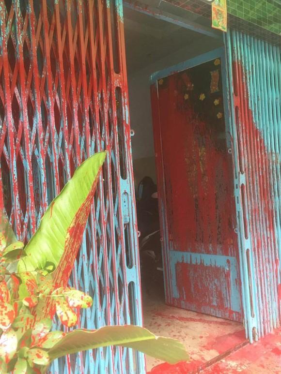 """Một nhà dân liên tục bị """"khủng bố"""" bằng sơn ở quận Bình Tân ảnh 3"""
