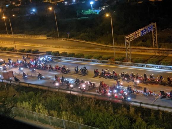 Ngăn chặn 2 nhóm thanh thiếu niên tổ chức đua xe trái phép ở TPHCM ảnh 4