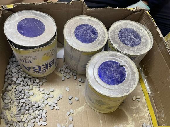 Phát hiện gần 36 kg ma tuý các loại trong lô hàng quà biếu ảnh 3