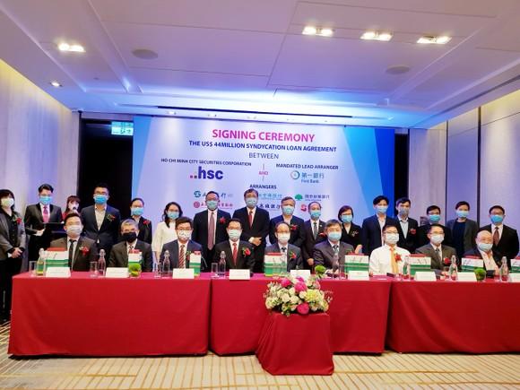 Ngân hàng First Commercial Bank cùng Công ty Cổ phần chứng khoán TPHCM ký kết hợp đồng 44 triệu USD ảnh 1