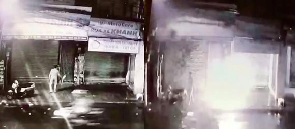 Nhờ camera an ninh, bắt kẻ đổ xăng, đốt nhà  ảnh 1