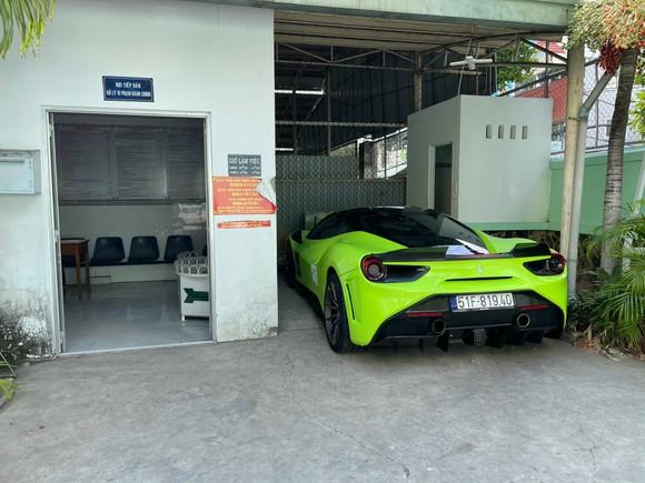 Tiếp tục xử phạt với tài xế 'siêu xe' Ferrari lăng mạ, chống đối CSGT ảnh 2