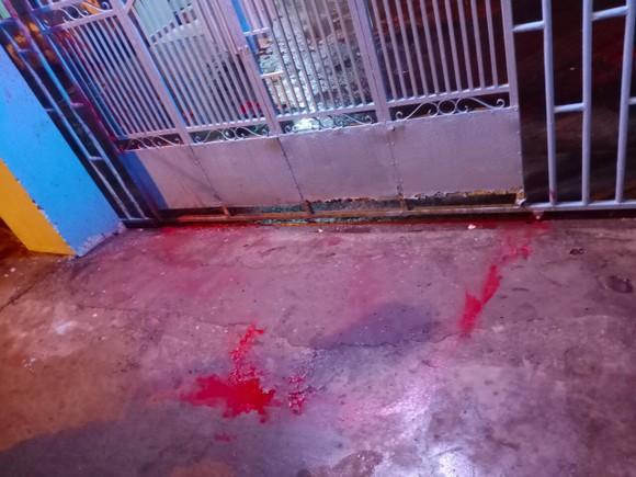 Một gia đình ở TP Thủ Đức liên tục bị đe doạ, tạt sơn ảnh 1
