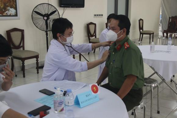 Công an TPHCM triển khai tiêm vaccine Covid-19 cho cán bộ, chiến sĩ ảnh 2