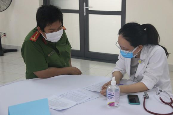 Công an TPHCM triển khai tiêm vaccine Covid-19 cho cán bộ, chiến sĩ ảnh 1