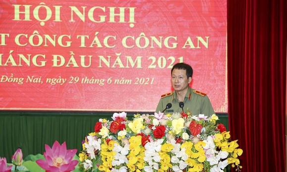 Thăng hàm Thiếu tướng cho Giám đốc Công an tỉnh Đồng Nai Vũ Hồng Văn. Ảnh: CAĐN