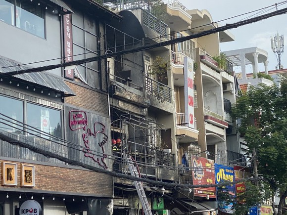 Cháy nhà ở quận Tân Bình, nhiều tài sản bị thiêu rụi ảnh 1