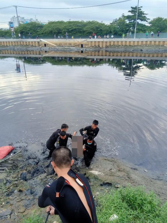 Trên đường đi khám bệnh, người đàn ông nhảy sông tự tử  ảnh 2