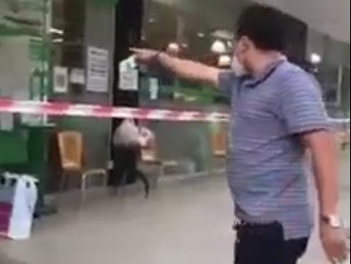 """Người đàn ông xưng """"Ban Chỉ đạo quận 7"""" chửi bới nhân viên siêu thị"""