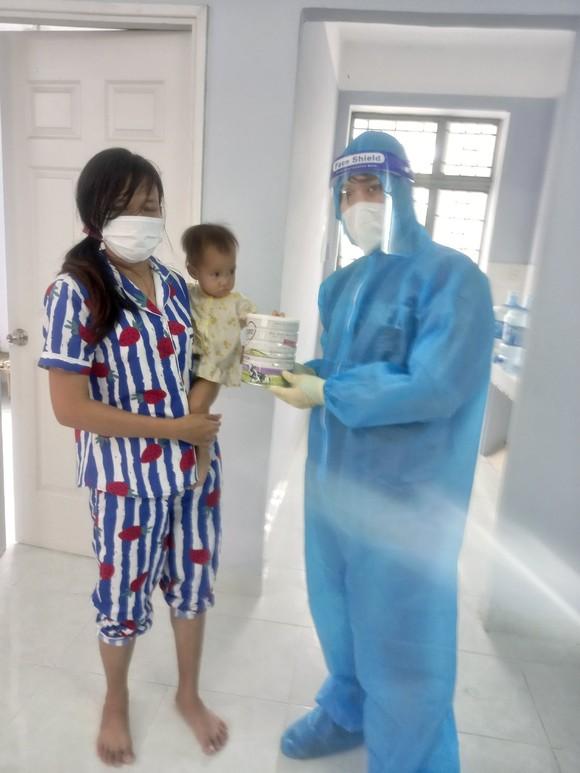 Cảnh sát PCCC trao quà cho người dân, trẻ em có hoàn cảnh khó khăn do dịch Covid-19 ảnh 6