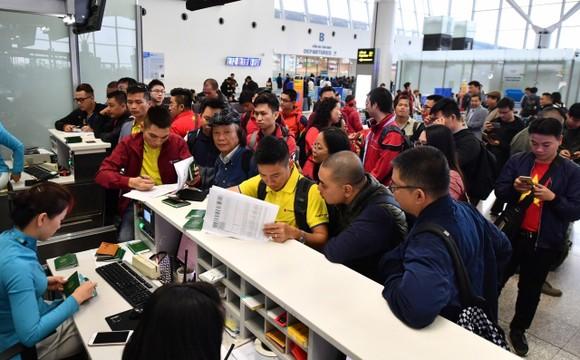 250 cổ động viên đến thành phố Al Ain cổ vũ đội tuyển Việt Nam trong trận gặp Yemen ảnh 1